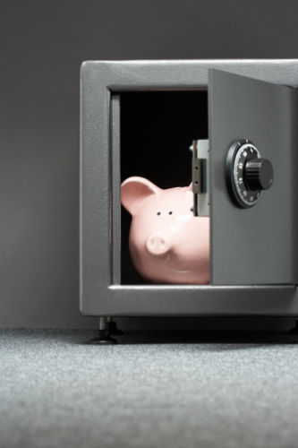 Protect inheritance from divorce: Piggy bank in safe